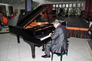 copie-de-copie-de-f.d.r.-concert-de-piano-avec-mr-azoulay-12-mars-2013-002-300x199